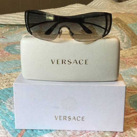 preview of discount shop shoes for cheap VERSACE LUXOTTICA SUNGLASSES WITH BOX AND CASE